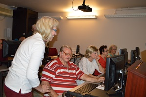 Older adults taking computer classes